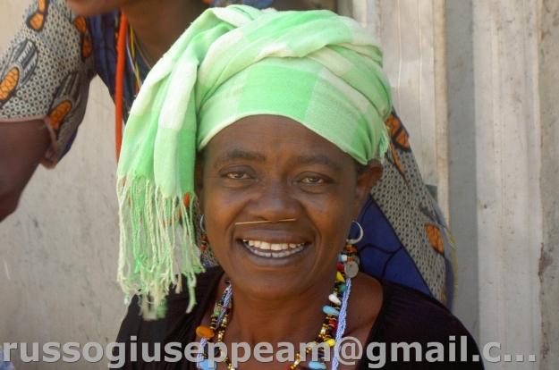 villaggio IWOL : DONNA DI ETNIA BEDIK con piercing nasale