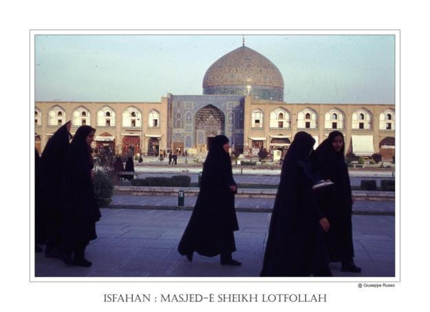 Isfahan Masjed-è Sheikh Lotfollah (con donne e chador)