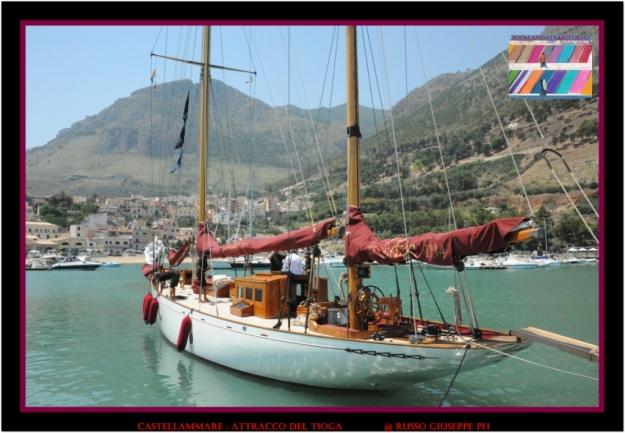 Il TIOGA attraccato a Cala Marina