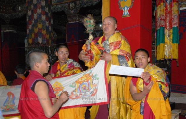 """La """"Puja"""", funzione religiosa di rito buddista"""